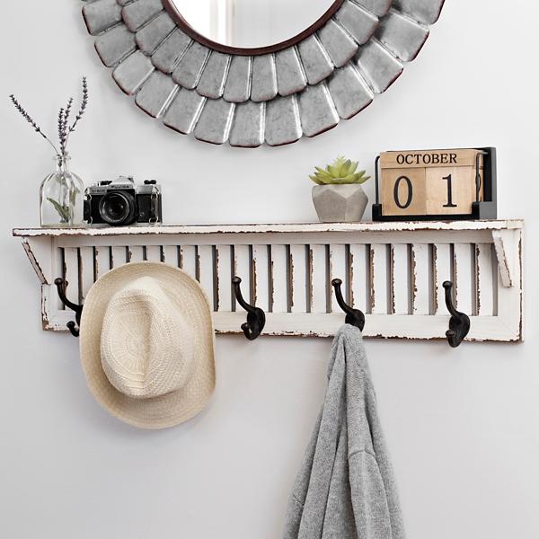 Fantastisch Distressed White Wood Shutter Shelf With Hooks