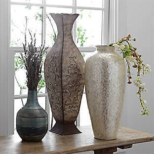 Many styles of vases