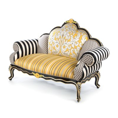 Queen Bee Loveseat