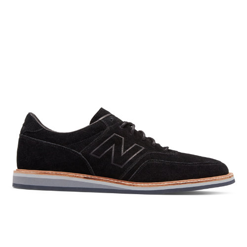 Leather laces round out the premium classic look.