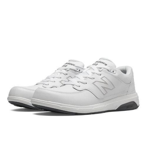 In addition to tried-and-true ROLLBAR technology, the New Balance 813 offers the supportive cushioning of a lightweight foam midsole along with the plush comfort of a soft collar and supple leather upper.