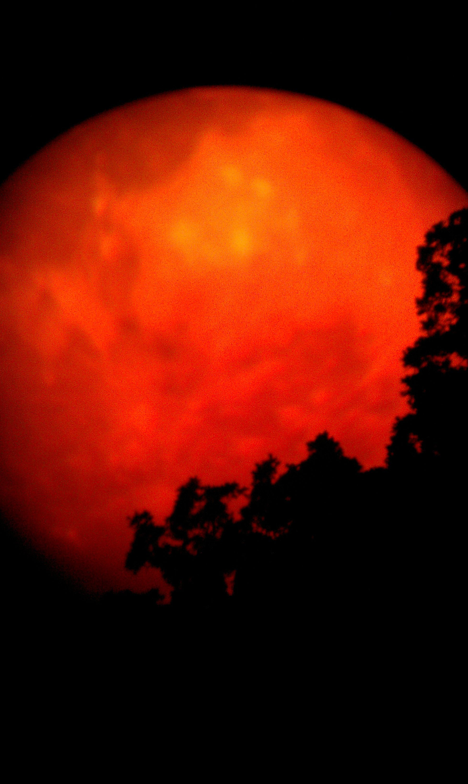 red moons on thumbnails - photo #10