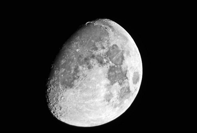 Moon at US Store