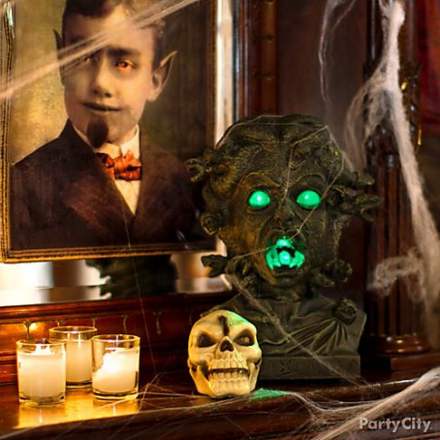 Chilling haunted house decorating ideas party city for Haunted house scene ideas
