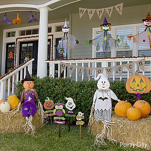 Kid friendly halloween decorating party city for Friendly outdoor halloween decorations