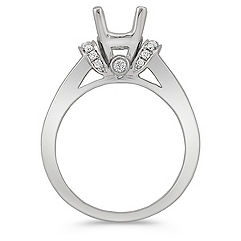 Round Diamond Engagement Ring in Platinum