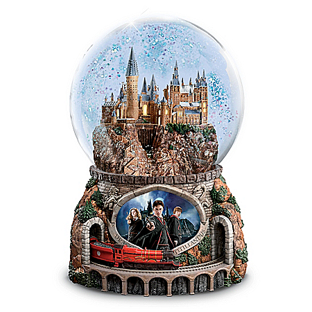 HARRY POTTER Journey To HOGWARTS Illuminated Glitter Globe