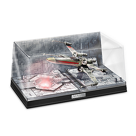 STAR WARS Luke Skywalker's X-Wing Starfighter Illuminated Diorama Sculpture 127038001