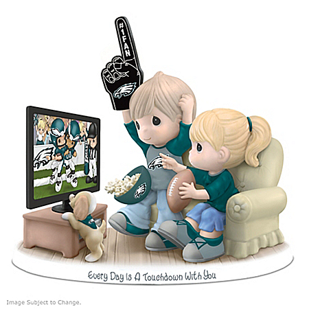Figurine: Precious Moments Every Day Is A Touchdown With You Eagles Figurine