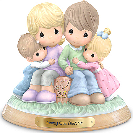 Precious Moments Figurine: Loving One Another
