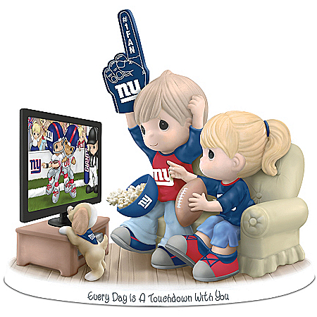 Figurine: Precious Moments Every Day Is A Touchdown With You Giants Figurine