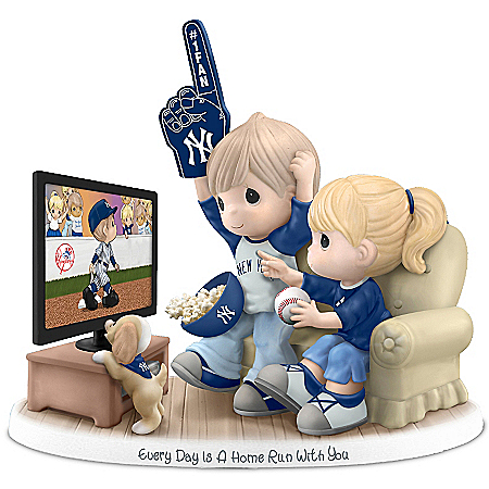 Figurine: Precious Moments Every Day Is A Home Run With You New York Yankees Figurine
