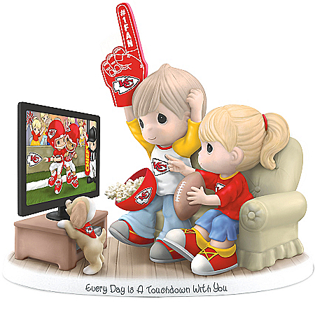 Figurine: Precious Moments Every Day Is A Touchdown With You Chiefs Figurine