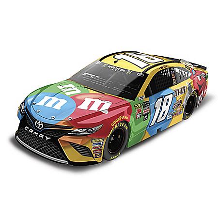 Kyle Busch 2018 M&M's Camry 1:24-Scale NASCAR Diecast Car