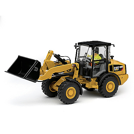 1:50-Scale CAT 906M Loader Diecast Tractor With Figurine