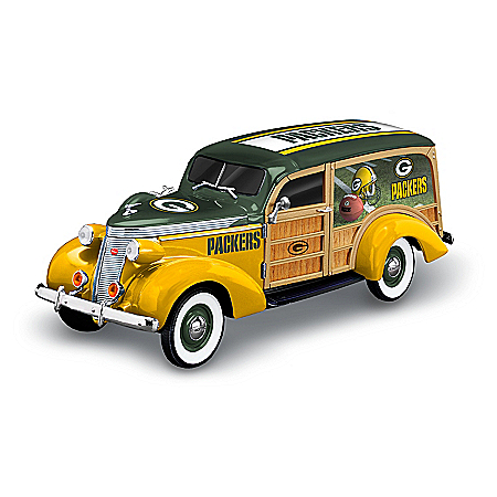 Green Bay Packers 1937 Woody Wagon Sculpture