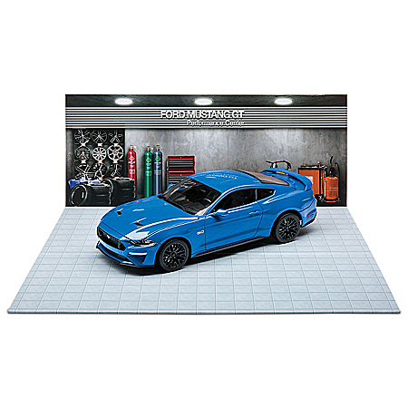 1:18-Scale 2019 Ford Mustang GT Diecast Car And Diorama