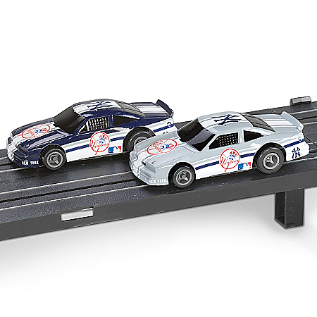 MLB New York Yankees Electric Slot Car Set 1401371005