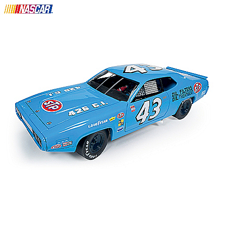 Cars: The King Of NASCAR Richard Petty 1:18 Diecast Car Collection