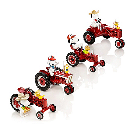 PEANUTS Snoopy's Fun On The Farm With Farmall Figurine Collection