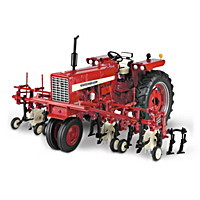 Farmall 544 Gas Narrow Front Cultivator Diecast Tractor
