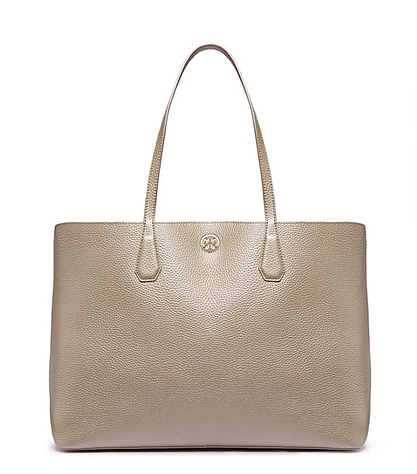 Loving this beautiful Tory Burch tote bag