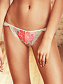 b.sumptuous Bikini 946235