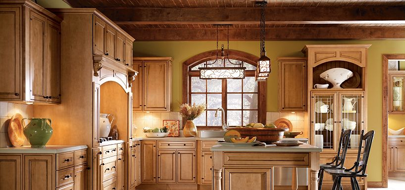 Blakely maple palomino glaze by thomasville cabinetry for Thomasville kitchen cabinets