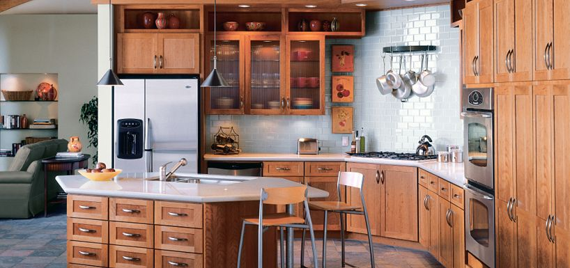 Cottage cherry light by thomasville cabinetry for Kitchen remodel ideas cherry cabinets