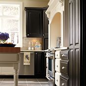 Villa Maple Heirloom Black Paint with Linden Maple Dover Kitchen Cabinets