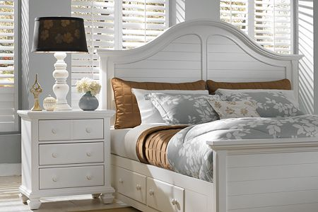 Mirren Harbor Arched Panel Storage Bed