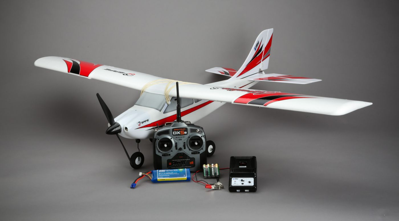 Модель радиоуправляемого самолета истребителя