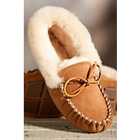 Women's Acorn Moxie Sheepskin Moccasin Slippers, Chestnut, Size 9 Western & Country