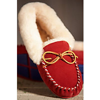 Women's Acorn Moxie Sheepskin Moccasin Slippers, Winter Berry, Size 6 Western & Country
