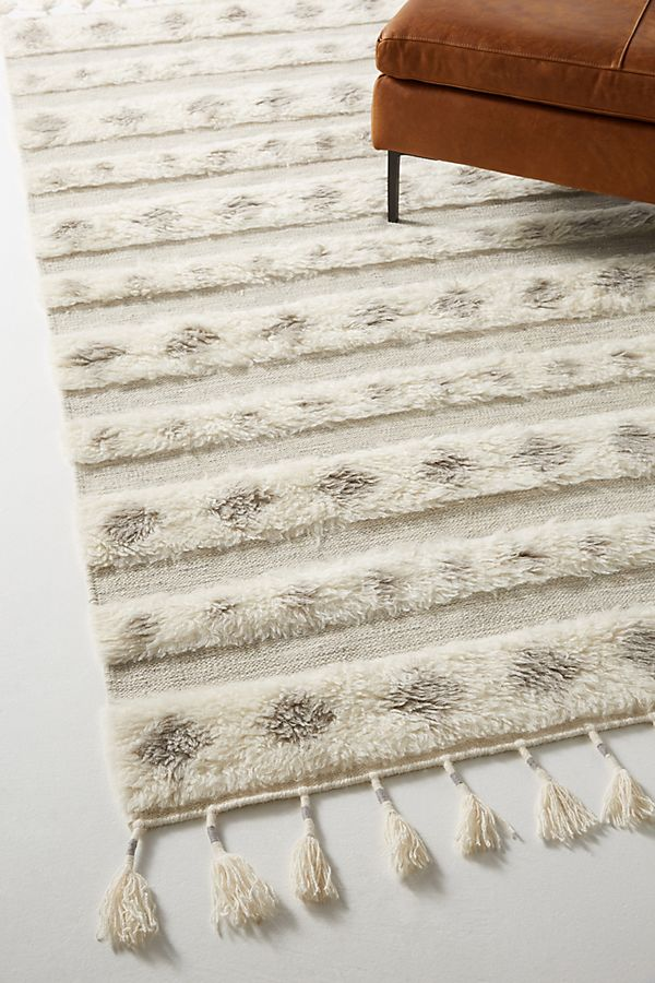 Slide View: 2: Hand-Knotted Amelia Rug