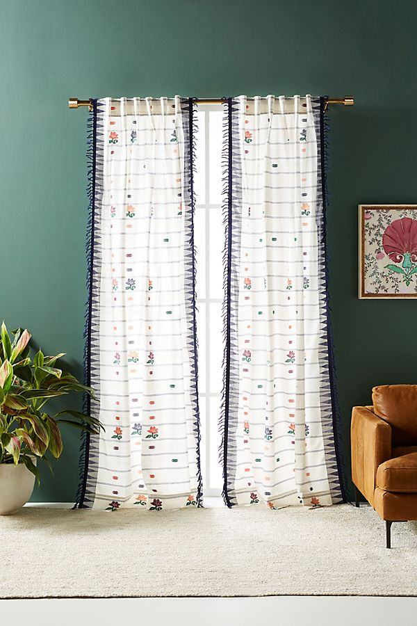 Slide View: 1: Lila Curtain