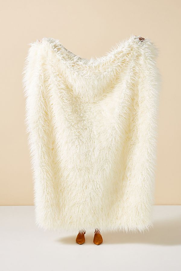 Slide View: 1: Makura Faux Fur Throw Blanket