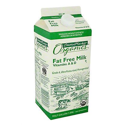 Central Market Organics Fat Free Milk, 1/2 gal