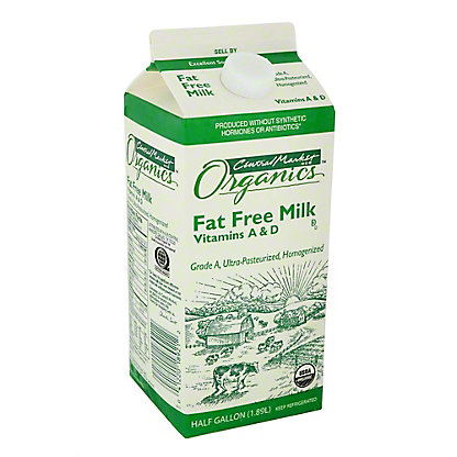 Central Market Organics Fat Free Milk, 1/2 gal