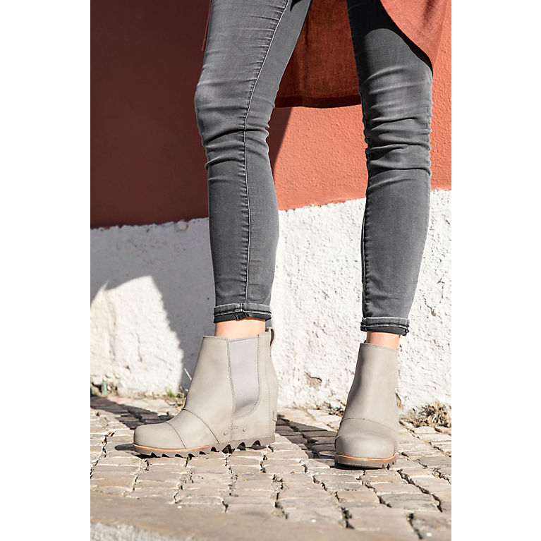 a025f5f79e84 Women s Lea Waterproof Leather Chelsea Wedge Ankle Boot