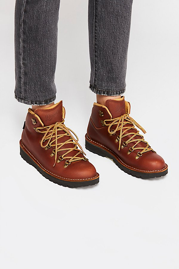 Slide View 2: Danner Cascade Mountain Hiker Boot
