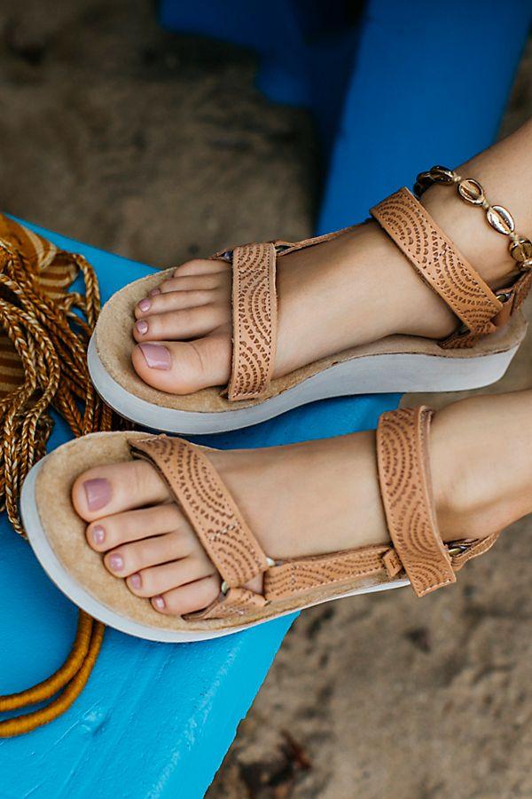 16e3763d0e72 Slide View 1  Midform Universal Geometric Teva Sandal