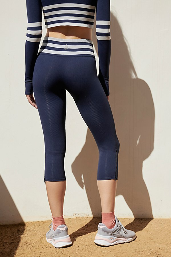 Slide View 3: Mid-Rise 7/8 Length Seamless Triumph Legging