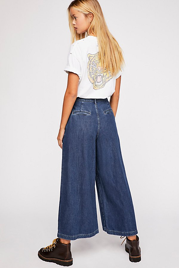 Slide View 3: Levi's Wide-Leg Pleated Jeans