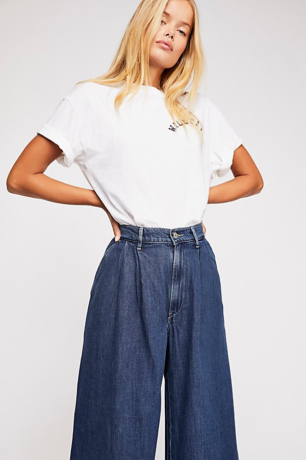 Slide View 4: Levi's Wide-Leg Pleated Jeans
