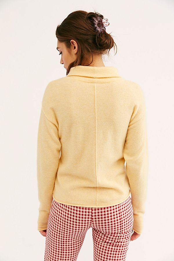 幻灯片视图 3: Cozy Cashmere Turtleneck Sweater