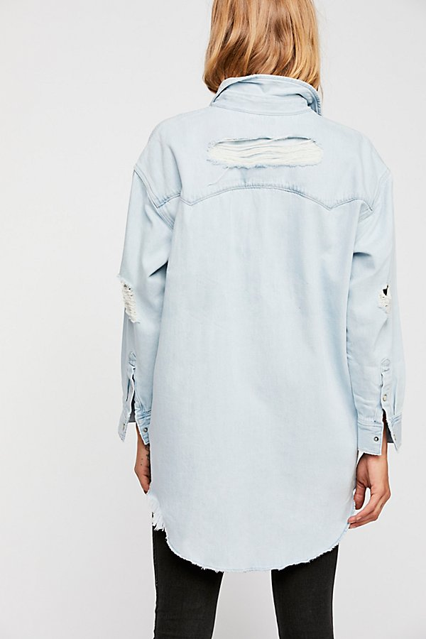 Slide View 3: Levi's Oversized Sawtooth Denim Shirt