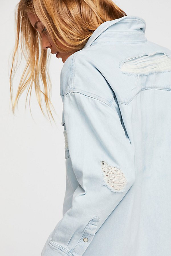 Slide View 5: Levi's Oversized Sawtooth Denim Shirt