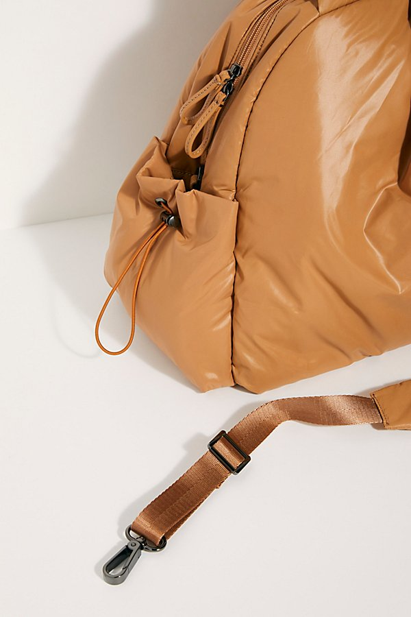 Slide View 3: Caraa Nimbus Duffle Bag
