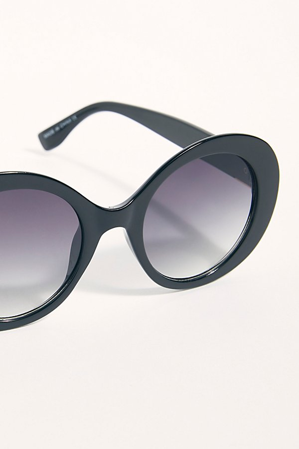 Slide View 3: Wonderland Round Sunglasses